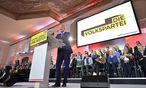 Reinhold Mitterlehner bekommt Donnerstagvormittag Rückendeckung von den Funktionären. / Bild: APA/HERBERT NEUBAUER