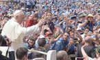 Der papst am samstag am Petersplatz / Bild: APA/EPA/MAURIZIO BRAMBATTI