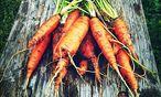 Haben Sie Ihre Karottenernte nicht aufgebraucht? Werfen Sie davon bloß nichts weg. / Bild: Ute Woltron
