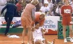 Monica Seles nach der Attacke am Centercourt / Bild: APA/EPA/ARD/NDR
