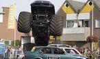 Ein Monstertruck (hier vor dem Unfall bei der Show) raste in Haaksbergen in die Zuschauermenge. / Bild: APA/EPA/GINOPRESS