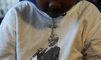 Andenken an Nkosi Johnson. Der damals 11-Jährige bat die Regierung Südafrikas vor 16 Jahren um Medizin. Ein Jahr später starb er an Aids, er ist eines der jüngsten bekannten Opfer der Epidemie. Johnson beteiligte sich selbst aktiv am Kampf gegen AIDS. / Bild: REUTERS