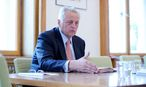 Sozialminister Hundstorfer zu unterschiedlichen Ruhensbestimmungen für ASVG-Pensionisten und Beamte. / Bild: Die Presse