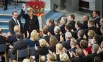 Moiss Merkel Liliputanern umzingelt / Bild: (c) REUTERS (BPA)