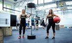 Kathrin Elias und Martina Lang (v. l.) im Crossfit-Studio. / Bild: Die Presse