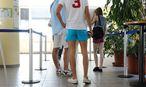 Junge Menschen beim AMS / Bild: Die Presse
