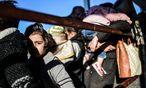 Die EU-Grundrechteagentur warnt, dass immer mehr unbegleitete Flüchtlingskinder auf ihrem Weg über die Balkanroute mangels Betreuung verschwinden. / Bild: (c) APA/AFP/BULENT KILIC