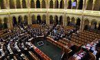 Das ungarische Parlament beschließt umstrittenes Asylgesetz. / Bild: APA/EPA/ATTILA KOVACS