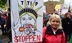 Proteste gegen TTIP / Bild: APA/AFP/JOHN MACDOUGALL