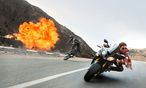 "Digitale Effekte? Echte Stunts! Tom Cruise in ""Mission: Impossible – Rogue Nation"". / Bild: 2015 PARAMOUNT PICTURES"