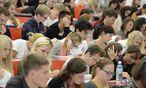 Rund 309.000 Studierende sind derzeit an Österreichs Universitäten inskribiert. / Bild: (c) APA/HELMUT FOHRINGER