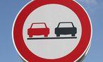 Überholen verboten, heißt es auch im Internet / Bild: www.BilderBox.com