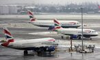 Auf Europas grtem Flughafen London Heathrow brachten Schneeflle ber das Wochenende den Flugplan ebenfalls durcheinander. / Bild: EPA