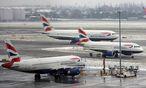 Auf Europas größtem Flughafen London Heathrow brachten Schneefälle über das Wochenende den Flugplan ebenfalls durcheinander. / Bild: EPA