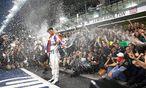Lewis Hamilton steht im Mittelpunkt, der Mercedes-Weltmeister wurde in Abu Dhabi flächendeckend gefeiert. / Bild: (c) APA/EPA/VALDRIN XHEMAJ (VALDRIN XHEMAJ)