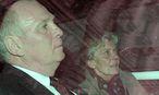 Archivbild: Hoeneß mit seiner Frau nach der Urteilsverkündung im März / Bild: APA/EPA/ANDREAS GEBERT