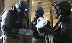 UN-Mitarbeiter bei einer Untersuchung. / Bild: REUTERS