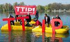 Viele gegner der Freihandelsabkommens TTIP üben Kritk an den internationalen Schiedsgerichten.  / Bild: APA/dpa/Sebastian Gollnow