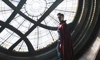 Neurochirurg Doctor Strange (Benedict Cumberbatch) entdeckt seine Superkraft. / Bild: (c) Marvel