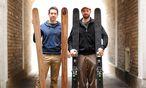 Clemens Frankl und Dominic Haffner (v. l.) bauen Skier im 15. Bezirk in Wien. / Bild: Die Presse