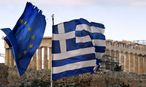 A Greek and an EU flag / Bild: REUTERS