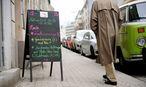 """""""Unser Laden"""" in Wien III – Buchstaben zu jedem Tagesgericht.  / Bild: Die Presse"""