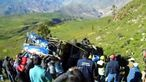 Bus fällt in Peru einen Hang hinab / Bild: (c) Reuters (Reuters, MAR 31 AMERICA TV, YACUCHO REGIONAL GOVERNMENT HANDOUT, MAR 31)