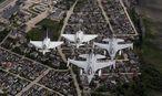 Norwegische F-16-Jets italienische Eurofighter patroullieren im Zuge einer Nato-Übung über den Balten-Staaten. / Bild: (c) REUTERS