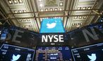The Twitter Inc. logo is displayed on screens prior to its IPO on the floor of the New York Stock Exchange in New York / Bild: REUTERS