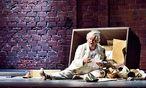 Kämpft auf verlorenem Posten gegen die neue Zeit: F. Longhi als Falstaff.  / Bild: (c)  Linzer Landestheater/Patrick Pfeiffer