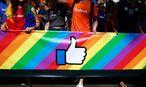Angestellte von Facebook bei der NYC Pride Parade. / Bild: REUTERS
