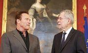 Das erste Treffen Schwarzeneggers mit Bundespräsident Van der Bellen. / Bild: APA/BUNDESHEER/PETER LECHNER