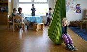 Die Öffnungszeiten der Kindergärten sind für Berufstätige auch jetzt schon zu kurz. Eltern schaffen es dennoch - irgendwie. / Bild: (c) REUTERS (KAI PFAFFENBACH)
