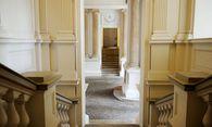 Einen repräsentativen Eingangsbereich lässt man sich auch etwas kosten. / Bild: (c) Die Presse (Clemens Fabry)