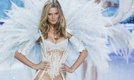 Model Toni Garrn presents a creation during the annual Victoria´s Secret Fashion Show in New York / Bild: (c) REUTERS (© Lucas Jackson / Reuters)