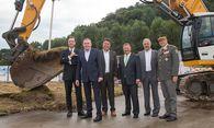 Thomas Winkler, Bürgermeister Heinz Schaden, Hans Mayr, Christian Wintersteller, Bernhard Kopf und Brigadier Heinz Hufler / Bild: (c) www.neumayr.cc