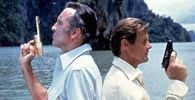 Christopher Lee Roger Moore Scaramanga Christopher Lee l fordert James Bond Roger Moore zum Due