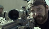 """American Sniper"": Bradley Cooper mimt Chris Kyle. / Bild: (c) Warner Bros."