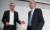 Wahlkampfmanager Lothar Lockl und Bundespräsidentschaftskandidat Alexander Van der Bellen  / Bild: APA/HELMUT FOHRINGER