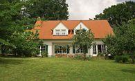Haus im Gruenen / Bild: (c) www.BilderBox.com (www.BilderBox.com)