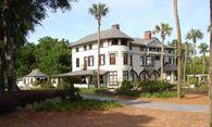 Der Verkauf exklusiver Objekte wie der historischen Stetson-Villa in Florida (im Bild), die Engel & Völkers im Jahr 2013 vermittelt hat, verlangt nach Diskretion. / Bild: Engel & Völkers