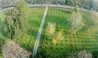 Während die Vergabe neuer Gräber rückläufig ist, bleiben manche alte Gräber wohl noch lang: jene am Soldatenfriedhof am Wiener Zentralfriedhof etwa. / Bild: (c) APA/HARALD SCHNEIDER (HARALD SCHNEIDER)