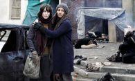 """Izia Katell und ihr Sohn Noah kämpfen in der """"Zone"""" um das Überleben.  / Bild: (c) Arte/ Kelija/ Jean-Claude Lother"""