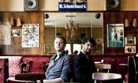 Die beiden Salzburger haben es auch in Wien gern chic: Marc Carnal und Max Horejs im Konzertcafé Schmid Hansl. / Bild: (c) Michele Pauty (Michele Pauty)