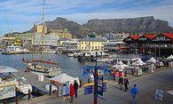 Victoria und Alfred Waterfront touristisches Zentrum im Hintergrund der Tafelberg Kapstadt West