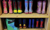 Gummistiefel von Kindern / Bild: (c) dpa/Arne Dedert (Arne Dedert)