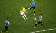 James Rodriguez nimmt den Ball volley. / Bild: (c) Reuters (Felipe Dana)