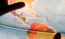 Globus und Haende - globe and hands