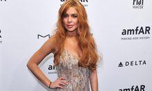 Lindsay Lohan zerschneidet 1750DollarKleid