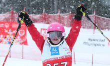 Anna-Sophie Friedl aus Oberösterreich ist eine Multiathletin: 2015 gewann sie zwei Goldmedaillen im Schwimmen, jetzt scheint ein Podestplatz beim Skifahren möglich.